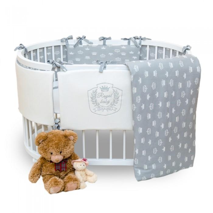 Комплект в кроватку Альма-Няня Королевский (6 предметов)Королевский (6 предметов)Комплект в кроватку Королевский (6 предметов) засыпая в кроватке, застеленной нежным, красивым и стильным комплектом белья, малыш погрузится в самые сладкие сказочные сны. Комплект рассчитан специально для малышей. Материал отличается необыкновенной мягкостью и шелковистой фактурой. Прочная и плотная ткань с диагональным переплетением хлопковой нити. Несмотря на повышенную плотность, этот материал отличается необыкновенной мягкостью и шелковистой фактурой.   В комплект входят: наволочка 40 х 60 см подушка 40 х 60 см пододеяльник 110 х 145 см одеяло 110 х 145 см простынь 100 х 150 см  бортики классической формы на 4 стороны, 60 х 40 - 2 шт, 120 х 40 - 2 шт.<br>