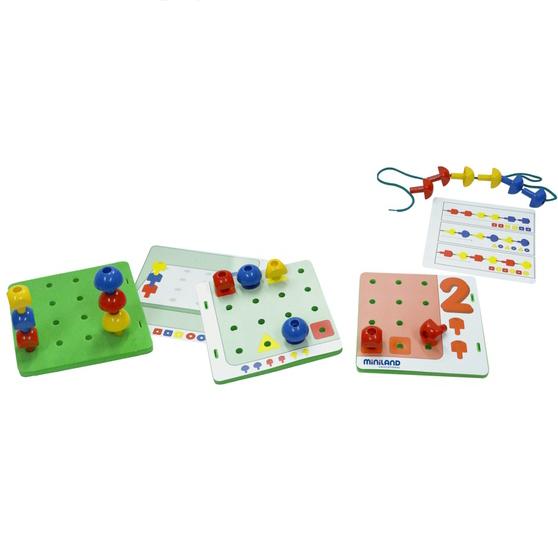 Развивающая игрушка Miniland Обучающий чемоданчик Мозаика с заданиямиОбучающий чемоданчик Мозаика с заданиямиЭто отличный основные математические игры предназначены также повысить концентрацию, внимание и координацию глаз-рука.  Есть 3 основные геометрические фигуры: круг, квадрат и треугольник в 3 основных цветах: Красные, синие и желтые   Также есть 18 ковриков с маркировкой числа, цвета и формы очертания.  Эти мероприятия помогают детям узнать о числах и развивать мелкую моторику рук, а так же уровень концентрированности.   Не давать детям младше 3 лет. Дополнительная информация: количество деталей: 144 шт  18 карт действия + 4 информационных рисунка + 10 Плетеный Шнурки Размер упаковки 34.5 x 17.5 x 23.5 см Вес упаковки: 1.6 кг<br>
