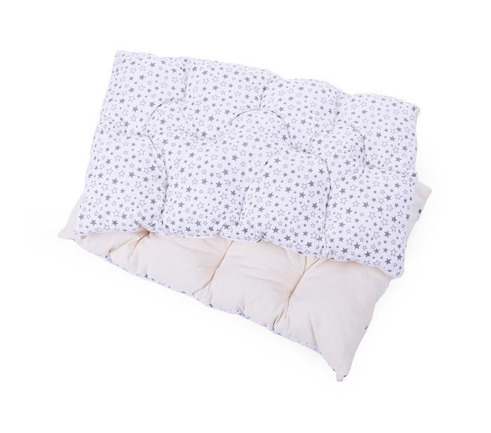 Бортик в кроватку HoneyMammy подушки B-U-80подушки B-U-80Бортик в кроватку HoneyMammy подушки B-U-80 сделаны из качественного европейского хлопка в сочетании с воздушным наполнителем - шариками hollowfiber. Его внутренняя часть, которая может соприкасаться с нежной кожей малыша, выполнена из неокрашеного 100% хлопка для того, чтобы при контакте с кожей не вызывать негативных реакций, таких как аллергия или кожные раздражения. Для наружной части бортика используется 100% хлопок европейского производства с детскими принтами, которые не смогут не понравиться вам или вашему малышу.   Важной деталью данного аксессуара является внутренний наполнитель – hollowfiber, обладающий рядом полезных свойств: он хорошо проветривается, не имеет запаха, не скатывается и не усаживается после стирки. Бортик представляет собой прямоугольную подушечку, простеганную в нескольких местах, что придает бортику мягкость и воздушность, словно облако.   Бортик рекомендуется стирать и отжимать вручную - это позволит не терять первоначального вида продолжительное время. Бортики-подушки можно использовать как по всему периметру кроватки, так и ограничить защитное пространство лишь половиной периметра, тем самым создав беспрепятственный воздухообмен в кроватке вокруг малыша. Бортики-подушки помогут защитить малыша от возможных ушибов и окружите его теплом и уютом.  В комплекте 6 подушек размером 60 х 40 см<br>