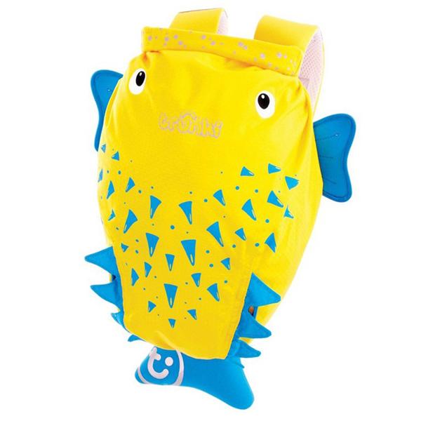 Trunki Рюкзак Рыба Пузырь PaddlePakРюкзак Рыба Пузырь PaddlePakРюкзак Рыба Пузырь PaddlePak Trunki  Отличное решение для отдыха. Ребенок может взять все необходимое с собой в поездку в этом рюкзачке.  Подойдет для занятий спортом и плаванием.  Материал водонепроницаемый, поэтому вы можете быть спокойны за ребенка. Имеет широкую горловину для удобства складывания вещей.  Внутри вместительный карман.  Сделан в форме осьминожки, у которого на плавнике есть небольшой карман на молнии.  Размеры рюкзака: 49 х 41 х 20 см  Вес 0,17 кг<br>