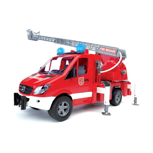 Bruder Пожарная машина MB SprinterПожарная машина MB SprinterПожарная машина Bruder MB Sprinter с модулем со световыми и звуковыми эффектами   Особенности:    Модель 1:16.   Пожарная машина с выдвижной лестницей.   Один из самых популярных, компактных и незаменимых автомобилей в Европе.  Длина стрелы 70см.   Пожарная машина оборудована четырьмя опорами для устойчивости, ёмкостью для воды и помпой (ёмкость наполняется водой, которая затем накачивается помпой), пожарным рукавом (который намотан на катушку).   Выдвижная лестница меняет угол наклона и оборудована корзиной.   Платформа лестницы поворачивается.   Автомобиль со специальным модулем с мигающими лампочками и звуком 18 секунд (4 режима - гудок, звук двигателя, мигающие лампочки, сирена с 2 вариантами – американская, европейская), колёса прорезинены.   В наборе пожарная машина, модуль со световыми и звуковыми эффектами, батарейки   Размер упаковки: 0.52 х 0.195 х 0.27<br>