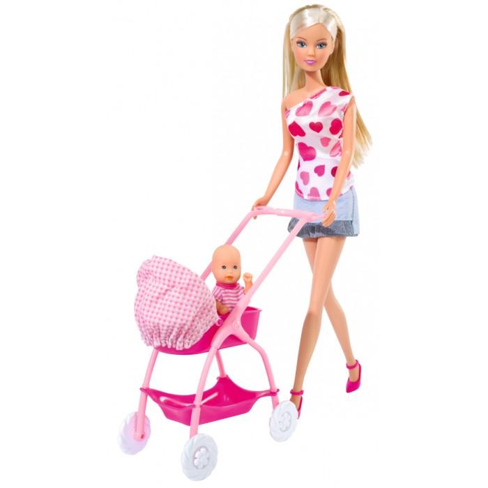 Simba Кукла Штеффи с новорожденнымКукла Штеффи с новорожденнымКак полагается заботливой мамочке, кукла Штеффи очень трепетно относится к своему новорожденному малышу! Штеффи любит гулять со своим ребеночком по городским улицам, ведь у нее есть замечательная и удобная коляска!   После прогулки Steffi купает своего малыша, взвешивает, укутывает в миленький конвертик для новорожденных детей и укладывает спать в уютную кроватку.   В наборе Штеффи с новорожденным девочки найдут множество аксессуаров для игры. Вся мебель для пупсика и аксессуары оформлены в нежно-розовом цвете.   Кукла Штеффи нарядилась в джинсовую юбку и модный топ на одно плечо, а свою крошку она одела в яркий комбинезончик.   У Steffi длинные русые волосы, которые ее маленькая хозяйка может расчесывать.  Высота куклы Штеффи – 29 см<br>