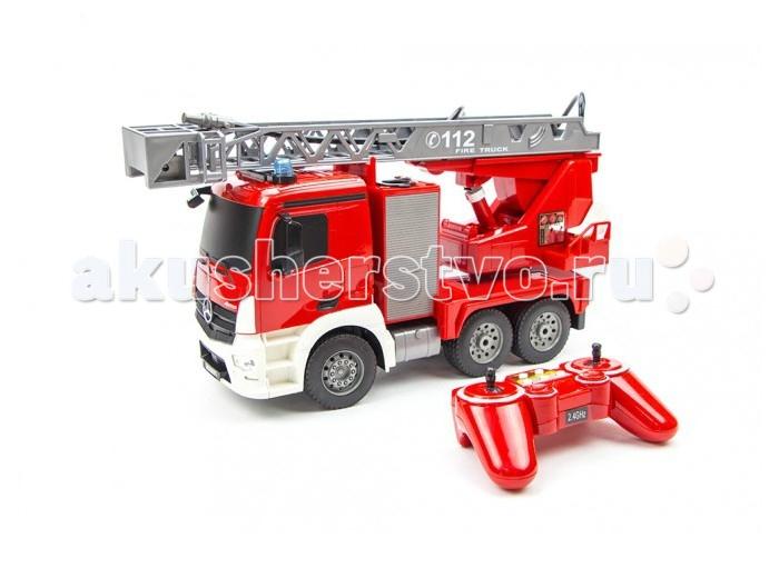 Double E Радиоуправлямая пожарная машина 1:20 MB AntosРадиоуправлямая пожарная машина 1:20 MB AntosDouble E Радиоуправлямая пожарная машина 1:20 MB Antos  имеет привод на 4 задних колеса (что делает возможным использование на улице) и  выполнена в масштабе 1:20. Многоканальный пульт дистанционного управления позволяет контролировать движение машины вперед/назад и вправо/влево.  Модель оснащена стрелой и действующей водонапорной помпой!  Корпус модели сделан из прочного пластика яркого красного цвета. Пожарная лестница, помпа, кабина – все детали максимально точно копируют устройство настоящей пожарной машины. Моделью легко управлять,она не имеет опасных мелких деталей, с управлением справиться даже ребенок в возрасте от 6 лет.  Пожарная машина издает звук работы двигателя и другие звуковые сигналы, которые можно отключить. На кабине работают светящиеся маячки, горят фары и другие осветительные приборы. Нажатием кнопки на пульте  включается водяная помпа и модель начинает поливать водой.  Особенности: Подъемная лестница и действующий брандспойт Может двигаться в направлении вперед/назад, вправо/влево Включается сирена и подсветка Размеры: 400 х 135 х 215 мм Масштаб: 1:20 В комплект входит: Модель пожарного грузовика  Пульт управления Аккумулятор 4.8 В (в машину) Зарядное устройство<br>
