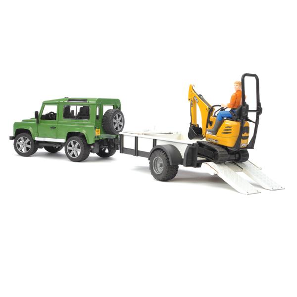Bruder Внедорожник Land Rover Defender c прицепом-платформой и экскаваторомВнедорожник Land Rover Defender c прицепом-платформой и экскаваторомВнедорожник Bruder Land Rover Defender c прицепом-платформой, гусеничным мини экскаватором 8010 CTS и рабочим создан в масштабе 1 к 16.  Особенности:    Прицеп отсоединяется, и внедорожник можно использовать самостоятельно.   В нем установлены съемные дверцы.   Открывающийся капот фиксируется в верхнем положении и открывает доступ к двигателю.   Колеса поворачиваются с  помощью рулевого механизма. Они закреплены на кузове через систему амортизаторов.   Экскаватор полностью функционален. Его платформа поворачивается на 360° вокруг своей оси.   Все составляющие элемент данного набора могут использоваться совместно и самостоятельно, а также вместе с другими машинками, автомобилями и спец. техникой соответствующей серии.   Все машинки, автомобили, спец. техника Брудер сертифицированы в соответствии с действующими правилами. Для их изготовления производитель использует только лучшие современные материалы, не токсичные, не содержащие аллергенов. Добротные комплектующие детали рассчитаны на высокие нагрузки. Такие замечательные игрушки даже после длительного использования сохраняют великолепный внешний вид и технические характеристики.<br>