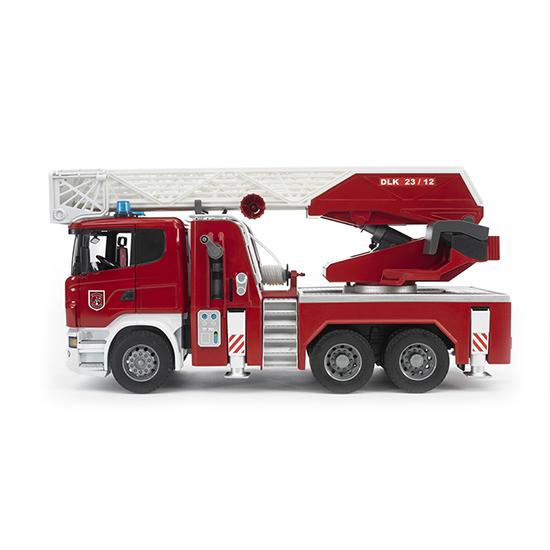 Bruder Пожарная машина Scania с лестницей и модулемПожарная машина Scania с лестницей и модулемПожарная машина Bruder Scania с выдвижной лестницей и помпой с модулем со световыми и звуковыми эффектами   Особенности:    Создана в масштабе 1 к 1  Эта пожарная машина Scania с выдвижной лестницей и помпой с модулем изготовлена с большим вниманием к мелким деталям, которые в точности соответствуют оригинальным изделиям.   Складывающаяся лестница с помощью специальной лебедки может выдвигаться на большую, до 1,2 метра, высоту.   Для большей устойчивости устанавливаются четыре упора.   Платформа с закрепленным технологическим оборудованием поворачивается на 360°.   Здесь есть действующая помпа и бак, который заправляется водой.   Эта машинка создана из специального, стойкого к ударам пластика. Она сертифицирована. Все материалы и красители не токсичны, не вызывают никаких аллергических реакций.     В комплекте:    пожарная машина;   модуль со световыми и звуковыми эффектами, работающий в четырех режимах;   батарейки 2ААА.<br>