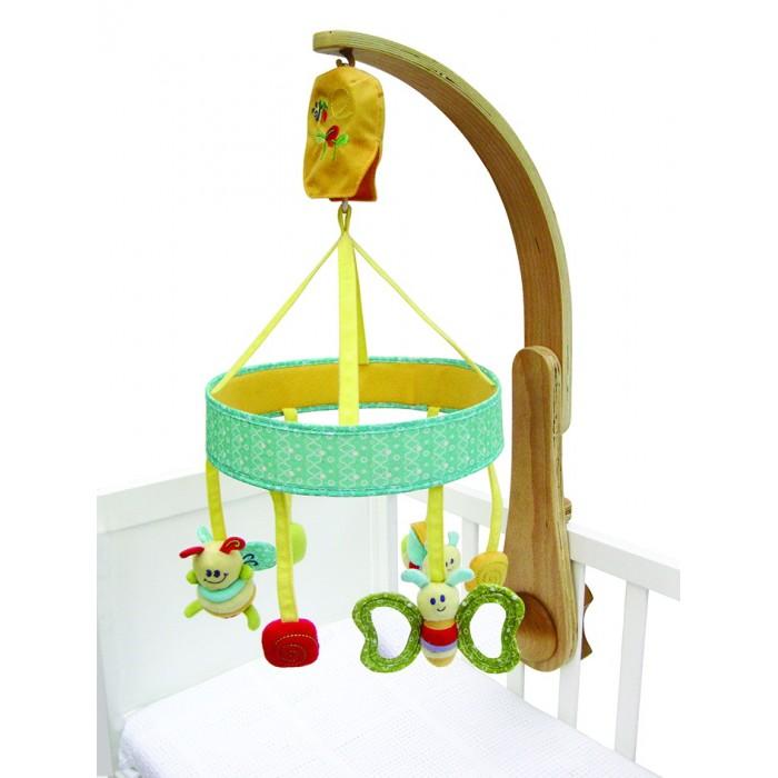 Мобиль Little Bird Told Me Музыкальная каруселька ГусеницаМузыкальная каруселька ГусеницаМобиль Little Bird Told Me Музыкальная каруселька Гусеница   Каруселька Гусеница будет незаменима для Вашего малыша перед сном. Под успокаивающую мелодию игрушки вращаются по кругу. Каруселька закреплена на деревянном кронштейне. Одним нажатием на кнопку, расположенную на кронштейне, Вы можете отключить вращение игрушек или выключить музыку.<br>