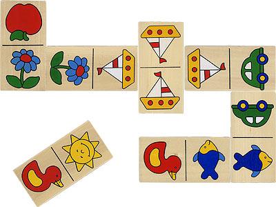 Goki Домино Доменик в деревянной коробкеДомино Доменик в деревянной коробкеДомино Доменик в деревянной коробке Goki HS220.  Домино с четкими, яркими и понятными маленькому ребенку картинками с изображениями яблока, машинки, солнышка, цветка, рыбы, утки, кораблика. Большие деревянные элементы как раз подходят для маленьких детей.  Домино относится к классическим играм, которые распространены по всем миру.  Данное домино состоит из 28 костяшек.  На лицевой стороне каждой костяшки имеется два поля, каждое из них имеет свой рисунок, а на некоторых костяшках рисунки на обоих полях одинаковые.   В игре домино могут участвовать от двух до четырех игроков.<br>