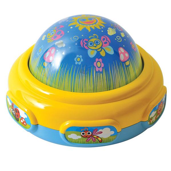 Playgo Ночник-проектор Волшебный светНочник-проектор Волшебный светВолшебный свет Сон в летнюю ночь сенсорный - это ночник-проектор, который поможет малышу быстро и крепко заснуть.  Световой луч от проектора нужно направить на противоположную стену, чтобы малыш увидел изображении разных животных.   Кроме того, звучат приятные тихие мелодии.   Имеются 3 режима работы: играет музыка, играет музыка и горит свет, только горит свет.   После 4 минут работы центр автоматически отключается.   Работает от 3-х батареек формата LR6 ААА 1.5 V (в комплекте).<br>