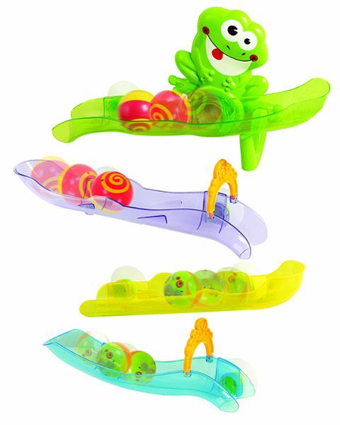 Playgo Набор для ванной Лягушка в аквапаркеНабор для ванной Лягушка в аквапаркеНабор из разноцветных желобков с присосками.   Эти горки можно крепить на стекло или кафель и запускать по ним разноцветные шарики  В наборе: 4 горки (24-32 см), 2 шарика (4 см), 2 ворот<br>