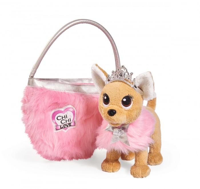 Мягкая игрушка Chi-Chi Love собачка Принцесса с пушистой сумкой 20 смсобачка Принцесса с пушистой сумкой 20 смМягкая игрушка Chi-Chi Love собачка Принцесса с пушистой сумкой 20 см станет верным домашним питомцем девочки.  С собачкой девочка почувствует себя настоящей принцессой в сказочном замке.   Милая мордочка собачки вызывает улыбку, ее так и хочется почесать ласково за ушком, а мягкую блестящую шерстку собачки так и хочется скорее погладить.   На прогулку Chi-Chi Love отправляется в изящной пушистой сумочке нежно розового цвета, которая хорошо сочетается с ее королевским видом. Стильную сумку можно использовать как отдельный аксессуар.  В комплект входит плюшевая собачка (20 см.) с накидкой и тиарой, пушистая сумочка для собачки.<br>