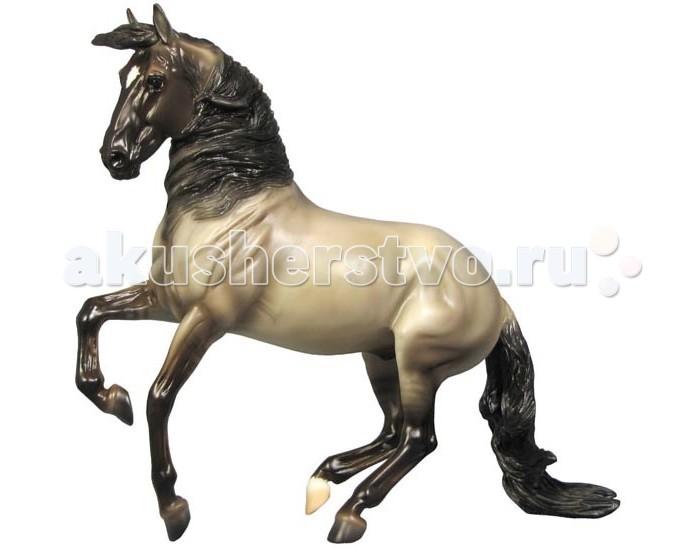 Breyer Лошадь Альборозо символ Breyerfesta 2008 годаЛошадь Альборозо символ Breyerfesta 2008 годаВсе лошади серии Traditional с точностью воспроизводят характерные черты и особенности представляемой породы.   На данный момент продукты компании Breyer являются самыми реалистичными копиями лошадей благодаря точности линий, проработке мелких деталей и ручной росписи. Все это позволяет сделать каждую лошадь особенной и абсолютно не похожей на других.   Модель Лошадь Альборозо, символ Breyerfesta 2008 года, созданная мастерами компании Breyer, относится к серии, представляющей копии реально существующих лошадей.  Альборозо - роскошный жеребец андалузской породы, завоевавший сердца не только конников, но и простых людей по всему миру. Его артистичность, элегантность и та легкость, с которой он выполняет сложнейшие элементы из высшей школы верховой езды некого не оставляют равнодушными. Эта модель была создана знаменитым конным скульптором Бригиттой Эберл и выпускалась только к фестивалю реалистичных моделей лошадей Вreyerfest в 2008 году, и более недоступна в свободной продаже. Тираж составил порядка 6000 штук, после чего оригинальная форма была уничтожена.   Не упустите уникальную возможность добавить одну из прекраснейших моделей Breyer в свою коллекцию!  Масштаб 1:9  Лошадь упакована в красивую коробку. Изготовлена из высококачественного материала, абсолютно безопасна в использовании, рекомендована детям от 4-х лет.<br>