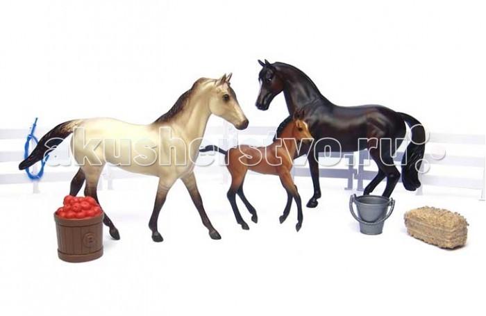 Breyer Набор Семья спортивных лошадейНабор Семья спортивных лошадейВсе лошади серии Classic являются игровыми моделями. Данная серия познакомит ребенка с многообразием лошадиных пород и мастей.   На данный момент продукты компании Breyer являются самыми реалистичными копиями лошадей благодаря точности линий, проработке мелких деталей и ручной росписи. Все это позволяет сделать каждую лошадь особенной и абсолютно не похожей на других.  Набор моделей Семья спортивных лошадей познакомит ребенка с лошадьми спортивного типа. Спортивные лошади- это целая группа пород, имеющая определенные отличительные черты и характеристики. Как правило, эти лошади среднего роста, выносливые, достаточно крепкие и хорошо сложенные, со спокойным уравновешенным темпераментом. Обычно- европейского происхождения. Эти лошади идеальны для конного спорта (особенно, выездки и конкура).    Масштаб 1:12   Размеры лошади ДхВ - 23 х 15 см   Лошади упакованы в красивую коробку. Изготовлена из высококачественного материала, абсолютно безопасна в использовании, рекомендована детям от 4-х лет.<br>