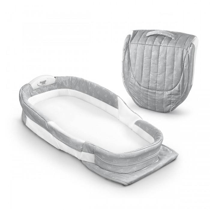 Колыбель Baby Delight Мобильная складная кроватка Snuggle Nest Surround DLМобильная складная кроватка Snuggle Nest Surround DLBaby Delight Мобильная складная кроватка Snuggle Nest Surround DL - уютная мобильная кроватка (колыбель) предназначена для безопасного сна малыша в родительской кровати, а также для использования в поездках и путешествиях. Эту легкую кроватку (колыбель) можно переносить  по всему дому, чтобы малыш всегда был под присмотром, и она практически не займет места в багаже во время путешествий из-за компактного складывания.  В изголовье кроватки установлен ночник. Приглушенный свет ночника позволит проверять малыша не включая освещение.  Боковые стенки мобильной кроватки выполнены из сетчатого материала, который отлично пропускает воздух. Для безопасности под чехлом в области головы и ножек ребёнка прячется надёжный пластиковый каркас.   В уютной кроватке Snuggle Nest малышу будет всегда спокойно и уютно, а родители больше не будут волноваться, что случайно заденут своего кроху во сне. Также новинка от Baby Delight является отличным решением для комфортного сна малыша в путешествиях.  Особенности Кроватка предназначена для детей с рождения до 4 месяцев. Может быть использована в родительской кровати для безопасного совместного сна. Вся ткань кроватки снимается для стирки. Оснащена ночником. Компактно складывается для хранения и транспортировки. В комплекте: моющийся матрасик со съемной простынкой.  Собранный вид: 40х41х17 см Разложенный вид: 70x34x14 см  Вес: 2.1 кг<br>