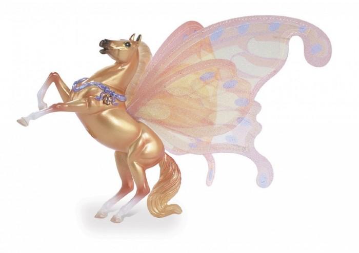 Breyer Лошадка с крыльями СироккоЛошадка с крыльями СироккоВсе лошадки серии Wind Dancers созданы мастерами компании Breyer. На данный момент продукты компании Breyer являются самыми реалистичными копиями лошадей благодаря точности линий, проработке мелких деталей и ручной росписи. Все это позволяет сделать каждую лошадь особенной и абсолютно не похожей на других.   Сирокко еще лишь жеребенок.   Сирокко огненно-золотого цвета, блестящие грива и хвост такого же цвета. Сирокко украшает магическая лента на груди, он любит скакать и вставать на дыбы, везде где он проскачет остается облако волшебных бабочек. Он звезда четвертой книги Танцы Ветра. Эти книги издаются Feiwel and Friends, Macmillan Publishers.   Размер лошадки Д * В - 11.4 * 9 см   Лошадка упакована в блистерную упаковку. Изготовлена из высококачественного материала, абсолютно безопасна в использовании, рекомендована детям от 4-х лет.<br>