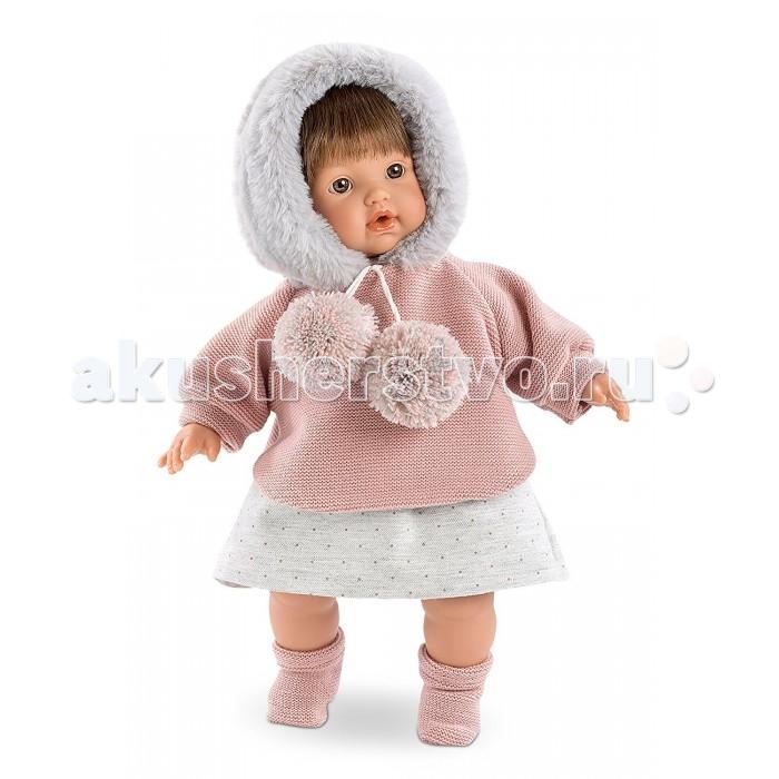 Llorens Кукла Айсель, 33 смКукла Айсель, 33 смКукла Llorens Айсель - реалистичная куколка с ямочками и складочками на ручках и ножках.  Эта малышка по имени Айсель очарует свою хозяйку карими глазками, пухлыми губками и правдоподобными волосами темного цвета. Кукла одета в вязаный розовый свитерок с меховым капюшоном и юбочку в горошек, а также в тёплые мягкие носочки.    Особенности:  Личико подробно и детально проработано, черты лица тонкие и аккуратные.  Кукла имеет мягконабивное тело, а голова ручки и ножки изготовлены из приятного на ощупь винила с запахом ванили.  Подвижные части тела позволяют легко переодевать куколку и придавать ей различные игровые позы.  При нажатии на животик малыш начинает плакать и звать маму и папу.   Волосы отличаются густотой, шелковистостью и блеском, при расчесывании они не выпадают и не ломаются.  Волосы прошиты по всей голове. Высота: 33 см<br>
