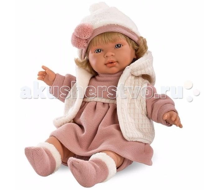 Llorens Кукла Марина 42 смКукла Марина 42 смКукла Llorens Марина 42 см - реалистичная куколка с ямочками и складочками на ручках и ножках.  В комплекте пустышка с клипсой-медвежонком для крепления к одежде. Дополнительная функция устройства – включение эффекта плача. Малыш произносит мама» и «папа» очень трогательно.   Особенности:  Личико подробно и детально проработано, черты лица тонкие и аккуратные.  Кукла имеет мягконабивное тело, а голова ручки и ножки изготовлены из приятного на ощупь винила с запахом ванили.  Подвижные части тела позволяют легко переодевать куколку и придавать ей различные игровые позы.  При нажатии на животик малыш начинает плакать и звать маму и папу.   Волосы отличаются густотой, шелковистостью и блеском, при расчесывании они не выпадают и не ломаются.  Волосы прошиты по всей голове. Высота: 42 см<br>