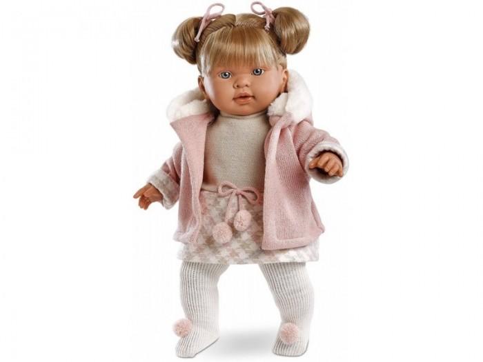 Llorens Кукла Джулия 42 смКукла Джулия 42 смКукла Llorens Джулия 42 см - реалистичная куколка с ямочками и складочками на ручках и ножках.  Малышка имеет светлые волосы с челкой, собранные в два озорных хвостика, которые легко расчесывать.  Куколка одета в нарядное серо-белое платье и розовую вязаную кофточку с капюшоном, отороченным белым мехом. На ножках – белые колготы с помпонами.   В комплекте пустышка с клипсой-медвежонком для крепления к одежде. Дополнительная функция устройства – включение эффекта плача. Малыш произносит мама» и «папа» очень трогательно.   Особенности:  Личико подробно и детально проработано, черты лица тонкие и аккуратные.  Кукла имеет мягконабивное тело, а голова ручки и ножки изготовлены из приятного на ощупь винила с запахом ванили.  Подвижные части тела позволяют легко переодевать куколку и придавать ей различные игровые позы.  При нажатии на животик малыш начинает плакать и звать маму и папу.   Волосы отличаются густотой, шелковистостью и блеском, при расчесывании они не выпадают и не ломаются.  Волосы прошиты по всей голове. Высота: 42 см<br>