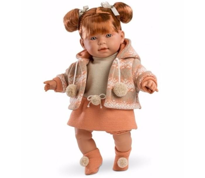 Llorens Кукла Амелия 42 смКукла Амелия 42 смКукла Llorens Амелия 42 см - реалистичная куколка с ямочками и складочками на ручках и ножках.  Малышка имеет рыжие волосы с челкой, собранные в два озорных хвостика, которые легко расчесывать. Куколка одета в нарядное серо-оранжевое платье и вязаную кофточку с капюшоном и помпонами. На ножках – носочки с помпонами.   В комплекте пустышка с клипсой-медвежонком для крепления к одежде. Дополнительная функция устройства – включение эффекта плача. Малыш произносит мама» и «папа» очень трогательно.   Особенности:  Личико подробно и детально проработано, черты лица тонкие и аккуратные.  Кукла имеет мягконабивное тело, а голова ручки и ножки изготовлены из приятного на ощупь винила с запахом ванили.  Подвижные части тела позволяют легко переодевать куколку и придавать ей различные игровые позы.  При нажатии на животик малыш начинает плакать и звать маму и папу.   Волосы отличаются густотой, шелковистостью и блеском, при расчесывании они не выпадают и не ломаются.  Волосы прошиты по всей голове. Высота: 42 см<br>