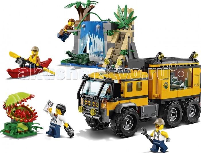 Конструктор Lego City 60160 Лего Город Передвижная лаборатория в джунгляхCity 60160 Лего Город Передвижная лаборатория в джунгляхКонструктор Lego City 60160 Лего Город Передвижная лаборатория в джунглях предлагает ребенку разыграть увлекательные сюжеты с участием передвижной лаборатории в джунглях. Конструктор Lego City состоит из 426 пластиковых деталей, из которых ребенок сможет собрать 2 конструкции.  Особенности: Первой является шестиколесный тягач-внедорожник, позади кабины которого располагается лаборатория, оснащенная всем необходимым оборудованием Грузовик является основным техническим оборудованием команды искателей сокровищ, состоящей из 4 минифигурок: механика, экипированного гаечным ключом, биолога с фотоаппаратом, каякера, чья лодка также оборудована фотоаппаратом и отважной искательницы приключений, вооруженной мачете Все они прибыли к развалинам древнего храма, который является второй предлагаемой для сборки конструкцией У храма имеется водопад, за стеной воды которого скрывается крокодил. Но это не единственная опасность, ведь возле храма растет хищный цветок с открывающейся пастью, внутри которой поджидает тарантул На вершине храма находится драгоценный камень, скрытый за листвой. Как только команда отважных кладоискателей преодолеет все опасности, она сможет заполучить его, оправдав тем самым свое опасное путешествие. Количество деталей: 426 шт. Размер мобильной лаборатории: 12 х 18 х 6 см. Размер заброшенного храма: 10 х 12 х 16 см. Размер растения: 4 х 6 х 4 см.<br>