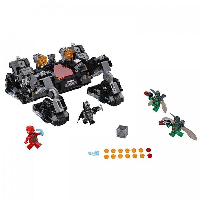 Конструктор Lego Super Heroes 76086 Лего Супер Герои Сражение в туннелеSuper Heroes 76086 Лего Супер Герои Сражение в туннелеКонструктор Lego Super Heroes 76086 Лего Супер Герои Сражение в туннеле рассказывает о битве, происходящей во вселенной DC Comics. В набор входят 622 детали для строительства необычного сверхмощного бэтмобиля, обладающего поразительной маневренностью благодаря двум режимам движения - для обычных дорог и для преодоления различных препятствий. Также в комплекте находятся фигурки супергероев Бэтмена и Флэша и их противников - 2 Парадемонов.  Особенности: Передвигаясь по темным и загадочным туннелям, герои обнаруживают таинственный ящик, за которым прячутся Парадемоны. И в этот момент начинается захватывающая битва Парадемоны вооружены мощными шипометами. Бэтмен, находясь в кабине автомобиля, стреляет по врагам из двух шестизарядных пушек Когда заряды кончаются, он выпрыгивает из машины и пускает в ход свой бэтаранг, ему помогает Флеш, поражая противников энергетическими снарядами Детали набора выполнены из высококачественных материалов и хорошо крепятся друг к другу Собрав конструктор, ребенок сможет придумать множество интересных и захватывающих историй. Количество деталей: 622 шт.<br>