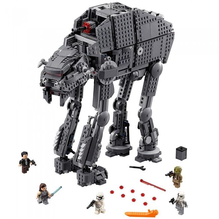 Конструктор Lego Star Wars 75189 Лего Звездные Войны Штурмовой шагоход Первого орденаStar Wars 75189 Лего Звездные Войны Штурмовой шагоход Первого орденаКонструктор Lego Star Wars 75189 Лего Звездные Войны Штурмовой шагоход Первого ордена известного по восьмому эпизоду под названием Последние джедаи.  Ее внешние данные весьма схожи с вездеходной боевой машиной Империи АТ-АТ. Для постройки шагохода в комплекте имеются 1376 деталей, позволяющие смоделировать конструкцию, четыре конечности которой являются подвижными.  Особенности: Транспорт Star Wars оснащен мощным оружием, которое может стрелять специальными красными снарядами, входящими в комплект Установку легко активировать - для этого достаточно покрутить шестеренку, расположенную за огнестрельным орудием Одна из боковых составляющих транспорта легко превращается в платформу для стрельбы, пока из грузового отсека по особому скату, образованному из двух съемных панелей, можно вынести запасы бомб Также в данном наборе Lego ребенок найдет пять мини-фигурок. Все они вооружены, а положение их ручек и ножек можно менять в зависимости от разыгрываемого сюжета. Среди них представлены такие персонажи, как штурмовик и солдат Первого Ордена, который управляет шагоходом First Order Heavy Assault Walker, капитан По Дамерон, десантник повстанцев и Рей.<br>