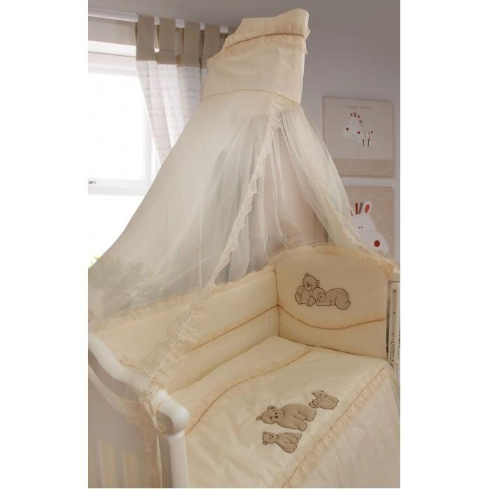 Комплект в кроватку Bombus Медвежата (7 предметов)Медвежата (7 предметов)Нарядный комплект постельного белья Bombus Медвежата 7 предметов из натурального хлопка высокого качества. Нежный комплект в младенческую кроватку подойдёт как мальчикам, так и девочкам, вышивка в виде «Медвежат» очень нежная и интересная. Такой комплект не только станет незаменимым в спальне вашего малыша, но и подарит множество сладостных мгновений легкого и спокойного сна.  Комплект с балдахином декорирован вышивкой, кружевом - это придает оригинальность комплекту, и создает ощущение уюта и красоты. Удачно подобранный рисунок в виде милых медвежат обязательно понравится как взрослым, так и малышу. Бельё полностью безопасно и гипоаллергенно.  Комплект из 7 предметов:  балдахин 180х400 см   бампер на всю кроватку 360х40 см  одеяло 108х145 см  подушка 40х60 см   наволочка 40х60 см  пододеяльник 110х148 см   простынь без резинки 100х150 см  Материалы:  Ткань белья - 100% хлопок, супер-коттон  Ткань балдахина - сетка  Наполнитель одеяла, подушки и борта - холлокон<br>