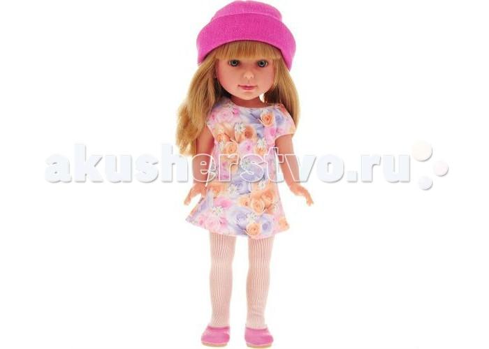 Vestida de Azul Паулина блондинка с челкой Весна 33 смПаулина блондинка с челкой Весна 33 смVestida de Azul Паулина блондинка с челкой Весна 33 см  в стильном наряде: платье с цветочным принтом, яркая шляпка, светлые колготки и балетки. Воздушный весенний образ в романтичном стиле поможет сформировать вкус ребенка с самых ранних лет.   У куклы милое личико: щечки с легким румянцем, слегка вздернутый носик, пухлые аккуратные губки и выразительные глаза с длинными ресницами, наклеенными вручную, которые выглядят как настоящие. Длинные волосы куклы густо прошиты и напоминают натуральные. Челка прошита отдельно, а значит всегда будет красиво уложенной. Девочка сможет попробовать себя в роли парикмахера и создавать разнообразные прически, развивая креативность.   Кукла изготовлена из плотного гипоаллергенного винила высокого качества, и самостоятельно стоит. Подвижные руки, ноги и голова для незабываемой реалистичной игры.<br>