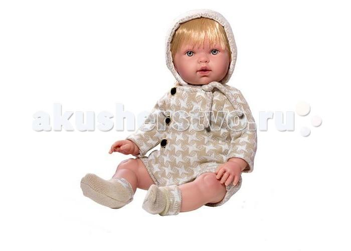 Vestida de Azul Тонино-инфант в костюме для прогулки 45 смТонино-инфант в костюме для прогулки 45 смVestida de Azul Тонино-инфант в костюме для прогулки 45 см- этот симпатичный малыш не только выглядит, как настоящий младенец, но еще умеет плакать и произносить слова «мама, папа», что придаст игре реалистичности. Модный наряд для прогулки в стиле «Шанель» в легендарную «гусиную лапку» не оставит равнодушным ни одного модника.   Внешность куклы детально проработана: симпатичное детское личико, милые младенческие складочки, легкий румянец и пухлые щечки. У куклы светлые, густо прошитые волосы, которые можно укладывать в оригинальные прически.  С малышом Тонино девочка научится быть заботливой, аккуратной и ответственной. Подвижные голова, руки и ноги для увлекательной и реалистичной игры.  Кукла изготовлена из высококачественного,  приятного на ощупь бархатистого винила.<br>