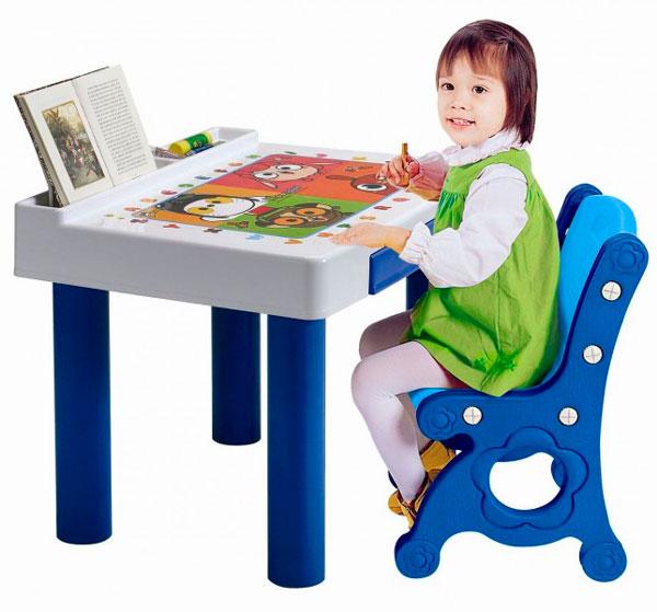Haenim Toy Стол и стулСтол и стулHaenim Toy Стол и стул станет любимым местом для вашего малыша.   Комплект стол со стулом не оставит малышей равнодушными, благодаря своему запоминающемуся дизайну.   Собрать стол со стулом Вам не составит особого труда, он легко складывается и собирается.  Особенности: Столик оснащен выдвижным ящиком, отделениями - подставками для карандашей, блокнотов, красок и т.п Столешница сделана с антистатическим покрытием  Стул имеет ручку в виде отверстия для переноски Комплект выполнен в ярких красках, которые привлекают внимание малыша В ящичке можно хранить все необходимы вещи, а также результаты работы Вашего ребенка За таким столиком и стульчиком так и хочется порисовать, полепить, учиться читать Комплект выполнен из пластика, отвечающего европейским требованиям качества и безопасности, его можно использовать как дома, так и на улице  Комплект легко складывается и собирается  Размер стола: 60 x 41 x 61.5 см  Размер стула: 36.5 x 37.5 x 60.5 см<br>