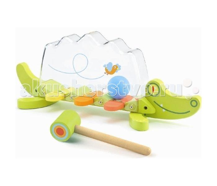Развивающая игрушка Djeco КрокодилКрокодилDjeco Игрушка Крокодил развлечет и позабавит Вашего малыша. Игрушка выполнена в виде забавного зеленого крокодила с деревянным туловищем из разноцветных клавиш и прозрачной пластиковой спинкой. Внутри прозрачной полости катается шарик. Ударяя по клавишам молоточком входит в комплект, малыш с интересом будет наблюдать как шарик звонко подпрыгивает верх. Игра сопровождается веселыми звуками.   Игрушка изготовлена из высококачественных материалов и покрыта безопасными нетоксичными красками. Прекрасно развивает воображение, визуальное и слуховое восприятие, тренирует мелкую моторику рук.<br>