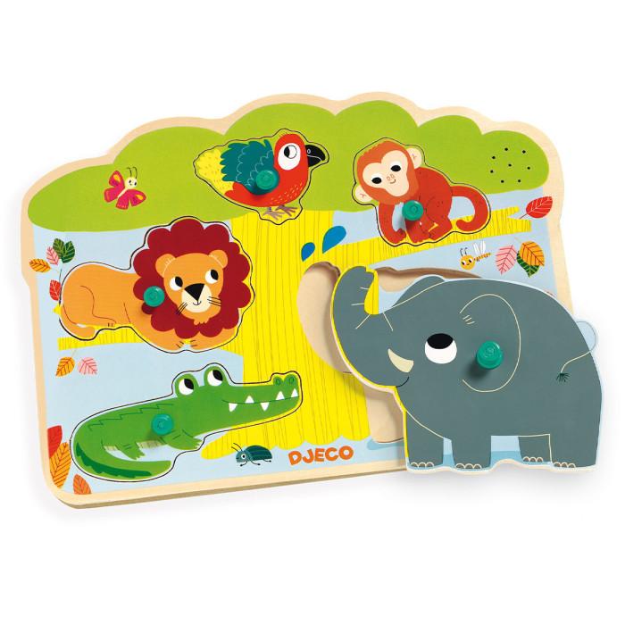 Деревянная игрушка Djeco Звуковая рамка-вкладыш ДжунглиЗвуковая рамка-вкладыш ДжунглиDjeco Звуковая рамка-вкладыш Джунгли - замечательная развивающая игрушка, которая приведет в восторг Вашего малыша! Играя с этим пазлом, малыш познакомится со слоном, львом, крокодилом, обезьянкой и попугаем, узнает как они разговаривают, научится распознавать животных по внешнему виду и по голосу.   Задача малыша состоит в том, чтобы правильно разместить зверюшек на доске, сопоставляя форму. Если фигурка помещена правильно, ребенок услышит звук - голос животного, который порадует малыша! Круглые ручки на фигурках-вставках позволят ребенку удобно и быстро захватить деталь маленькими детскими пальчиками.<br>