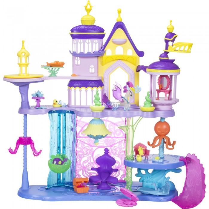 Май Литл Пони (My Little Pony) Игровой набор Мерцание Волшебный замокИгровой набор Мерцание Волшебный замокМай литл пони Игровой набор Мерцание Волшебный замок сразу же очарует вашу кроху, как только она на него посмотрит. Множество удивительных игровых элементов, а также любимые герои My Little Pony, - все это просто обожают маленькие девчонки. С данным набором можно часами проводить свободное время и даже играть с друзьями, достаточно лишь включить свою фантазию.  Особенности: Данный набор предназначен для девочек старше 3 лет. Набор Волшебный замок относится к серии игрушек Мерцание, выпуск которых приурочен к скорому показу полнометражного мультфильма о приключениях милых пони. В этом фильме их ждут удивительные приключения, в которых они отправятся в подводный мир, волшебные горы и даже посетят летучий корабль пиратов. Замок является достаточно большим, его высота достигает 73 см. У замка предусмотрено наличие 2 основных этажей. На нижнем уровне установлен трон, по бокам расположены балконы и террасы. Перемещаться между этажами можно, используя специальный лифт, а также вам обязательно понравится скатываться с горки и наблюдать за вращающимся осьминогом Среди игровых фигурок вы найдете Королеву Ново и рыбку Спайк Среди аксессуаров присутствуют сундучок, раковина, чайный сервиз, а также другие интересные мелочи Набор изготовлен из ударопрочного пластика, соответствующего современным стандартам качества В процессе игры ребенок сможет пофантазировать, развить мелкую моторику рук и хорошенько повеселиться. Набор состоит из замка, 2 фигурок и более 30 аксессуаров. Высота замка: 73 см.<br>