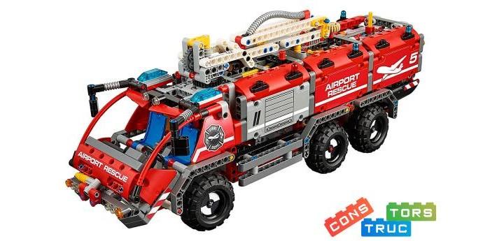 Конструктор Lego Technic Автомобиль спасательной службы (1094 детали)Technic Автомобиль спасательной службы (1094 детали)Lego Конструктор Technic Автомобиль спасательной службы (1094 детали) - это большой и красивый автомобиль пожарной охраны аэропорта имеет колесную формулу 6х6, прожектор, проблесковые синие огни и две водяные пушки для тушения самолетов и пожаров в аэропорту. В машину интегрирована рулевая система для передней пары колес. В задней части машины за обшивкой скрывается пневмомотор, а управлять главной водяной пушкой на телескопической стойке можно с помощью рычагов на крыше машины. Вся обшивка машины с левого борта поднимается, открывая доступ к «внутренностям» авто.   Инструкция предусматривает возможность постройки второй модели – пожарного внедорожника с прицепом и катером.<br>