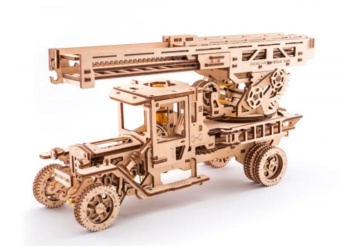 Конструктор Ugears 3D-Пазл Пожарная лестница3D-Пазл Пожарная лестницаКонструктор Ugears 3D-Пазл Пожарная лестница – механическая модель с новой коллекции грузовиков. В модели все по-настоящему: поворотная платформа с выдвижной 3-секционной пожарной лестницей, которая трансформируется в подъемный кран.   Особенности: Длина в развернутом состоянии – 70 см Лестница имеет несколько элементов управления. Нажав несколько раз на рычаг, вы можете поднять лестницу вверх.  Поворачивайте основу лестницы вправо или влево с помощью ручки. Специальный храповик фиксирует выбранное положение. Покрутив вентиль, выдвигайте все три секции лестницы вперед На краю лестницы есть крючок, чтобы использовать его в качестве подъемного крана Как и в большом прототипе, в пожарной машине Ugears есть дополнительная маленькая приставная лесенка. Такая лесенка цепляется на основу большой лестницы, чтобы можно было быстро подняться наверх  Модель оснащена  4-х цилиндровым двигателем с приводом от действующей модели карданного вала, который с помощью системы шестерен приводится в движение резиномотором Машина имеет три режима движения: вперед, назад и холостой ход.  Запустить машину можно вперед, назад или просто посмотреть, как работает двигатель на холостому ходу, перебирая четырьмя поршнями под откидным капотом Открыв двери кабины, вы увидите функциональный руль, который передает усилие по рулевой колонке к подрессоренным передним колесам. Там же есть действующая педаль газа. При нажатии на нее все четыре поршня начинают быстрее работать Модель выполнена целиком с деревянных  материалов, в  максимально реалистичном стиле, со всех сторон просматривается насыщенный деталями механизм. Интересно узнавать и видеть, что приводит в движение весь механизм.<br>