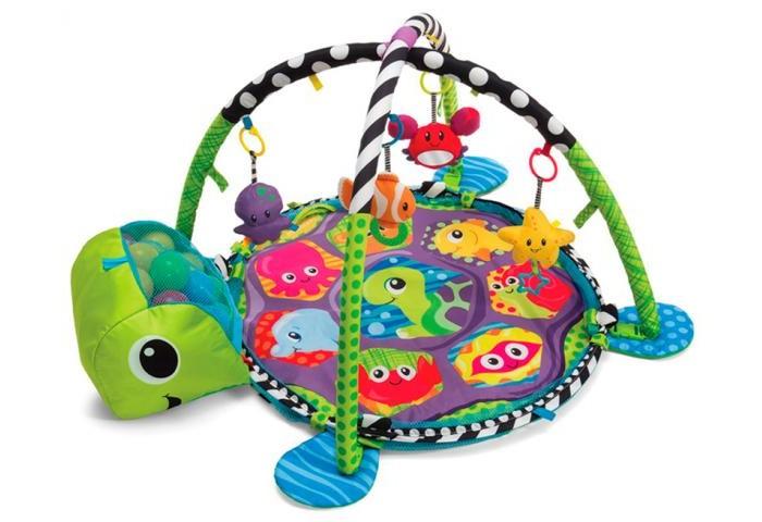 Развивающий коврик Infantino Развивающий центр Растем вместеРазвивающий центр Растем вместеРазвивающий коврик Infantino Развивающий центр Растем вместе с функцией мини-манежа подойдет не только новорожденному, но и подросшему малышу.   Коврик простыми манипуляциями можно превратить в небольшую игровую зону. У данного коврика можно поднять края, чтобы игрушки и шарики оставались внутри манежика и не разлетались по комнате во время активной игры ребенка.   В комплекте: коврик 2 дуги 3 подвесные игрушки: обезьянка, слоненок и львенок 20 разноцветных пластиковых шариков. Коврик компактно скрадывается для транспортировки и хранения.<br>