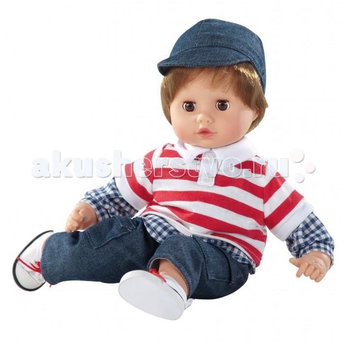 Gotz Кукла Маффин шатен в джинсах 33 смКукла Маффин шатен в джинсах 33 смGotz Кукла Маффин шатен в джинсах 33 см станет первой любимой куклой малыша, с которой не захочется расставаться ни на минуту. Кукла с мягким телом приятна на ощупь, ее можно  переодевать, укладывать спать и гулять вместе.  Мягкое тело позволяет придавать кукле различные позы, ее удобно прижимать к себе и обниматься. Кукла с реалистичными чертами лица имеет глаза с ресничками, которые закрываются, когда малыш отправляется спать. Головка у пупса поворачивается. Кукла одета в яркий стильный наряд, состоящий из двойной кофточки, джинсов и кепочки с козырьком. На ножках у него - белые кедики на шнуровке.  Кукла и аксессуары выполнены из качественных материалов, которые проходят обязательные тестирования на соответствие европейским стандартам качества игрушек.  Реалистичный пупс стимулирует раннее развитие ребенка, развивает речь и логическое мышление, моторные навыки. Кукла приучает ребенка к ответственному и самостоятельному принятию решений, а также помогает весело и интересно проводить время с качественными игрушками, безопасными для здоровья малышей.<br>