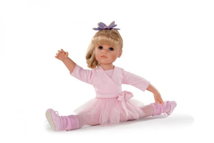 Gotz Кукла Ханна балерина 50 см блондинкаКукла Ханна балерина 50 см блондинкаGotz Кукла Ханна балерина 50 см блондинка - эта очаровательная кукла станет замечательным подарком для девочки. С красивой куклой, которая так похожа на настоящую девочку, можно проводить много времени вместе, придумывая увлекательные сюжеты для игр.  Кукла с твердым виниловым телом подходит для активных игр дома и на улице. Куклу можно переодевать и делать различные прически. Кукла имеет длинные светлые волосы, которые прочно вшиты для избежания выпадения во время активных игр детей.  Ручки и ножки у куклы не сгибаются. Голова поворачивается. Глазки не закрываются.  Ханна одета в прекрасный воздушный розовый наряд, как настоящая ученица балетной школы. На ней прелестный кардиган с завязками, колготки, гетры, и, конечно же, балетные туфли и юбочка! На голове у нее любимая заколка в виде цветка. А чтобы куколка смогла переодеться после тренировки, у нее с собой есть сменный комплект летней одежды!  В наборе: кукла Ханна в одежде и обуви сменный комплект летней одежды инструкция  Кукла, одежда и аксессуары выполнены из качественных материалов с учетом необходимых стандартов, соответствующих европейским нормативам. Куклу можно мыть, для поддержания одежды в опрятном виде рекомендуется щадящая машинная стирка при температуре 30 градусов.<br>