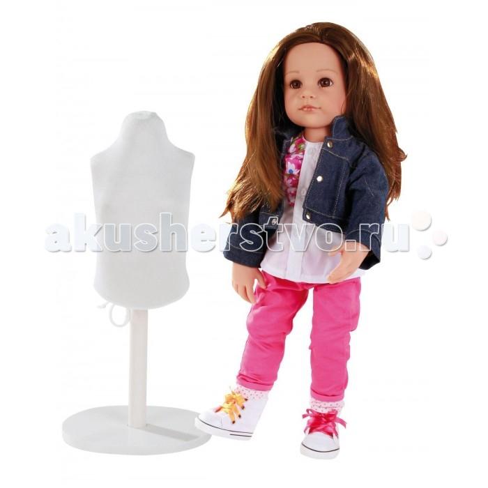 Gotz Кукла Ханна дизайнер 50 смКукла Ханна дизайнер 50 смGotz Кукла Ханна дизайнер 50 см - эта очаровательная кукла Ханна-дизайнер станет замечательным подарком для девочки. С необычной куклой, которая так похожа на настоящую девочку, можно проводить много времени вместе, придумывая увлекательные сюжеты для игр.  Кукла с твердым виниловым телом её можно переодевать и делать различные прически. Кукла имеет длинные темные волосы, которые прочно вшиты для избежания выпадения во время активных игр детей.Ручки и ножки у куклы не сгибаются. Голова поворачивается. Глазки не закрываются.  Ханна одета в стильный наряд, состоящий из ярких брючек, пестрой кофты и джинсовой курточки. На ножках у Ханны - стильные кеды с разноцветной шнуровкой. В комплекте с куклой девочка найдет небольшой манекен, а также всё необходимое для того, чтобы создать куколке дополнительный стильный наряд.  В наборе: Кукла Ханна в одежде и обуви Манекен Ткань Ножницы Сантиметр Иголки Сумочка Инструкция  Кукла, одежда и аксессуары выполнены из качественных материалов с учетом необходимых стандартов, соответствующих европейским нормативам. Куклу можно мыть, для поддержания одежды в опрятном виде рекомендуется щадящая машинная стирка при температуре 30 градусов.<br>