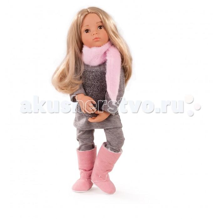 Gotz Кукла Эмили 50 смКукла Эмили 50 смGotz Кукла Эмили 50 см - эта очаровательная кукла в стильном наряде станет замечательным подарком для девочки. Она с виниловым подвижным телом подходит для активных игр дома и на улице. Куклу можно переодевать и делать различные прически.Она имеет длинные светлые волосы, которые прочно вшиты для избежания выпадения во время активных игр детей. Эмили одета в стильный наряд, состоящий из серой туники и леггинсов. На ножках у Эмили - меховые сапожки розового цвета. На шее - пушистый розовый шарф.  Кукла, одежда и аксессуары выполнены из качественных материалов с учетом необходимых стандартов, соответствующих европейским нормативам. Куклу можно мыть, для поддержания одежды в опрятном виде рекомендуется щадящая машинная стирка при температуре 30 градусов.  Кукла приятна на ощупь, стимулирует сенсорное развитие ребенка, знакомит с новыми материалами и формами.  Кукла выпускается ограниченным тиражом, имеет индивидуальный номер.<br>