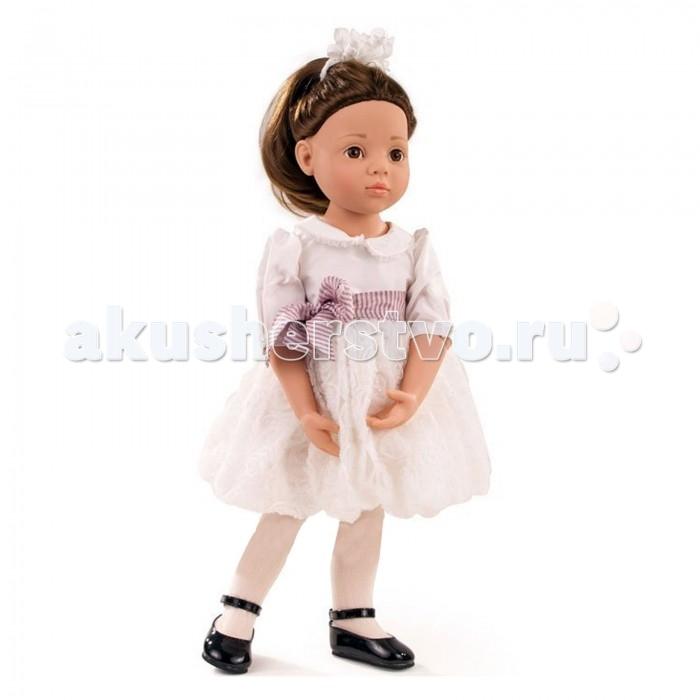 Gotz Кукла ЛаураКукла ЛаураGotz Кукла Лаура - эта восхитительная кукла станет замечательным подарком для каждой девочки, а также опытных коллекционеров. С необычной куклой, которая так похожа на настоящую девочку, можно проводить много времени вместе, придумывая увлекательные сюжеты для игр.  Кукла с твердым виниловым подвижным телом подходит для активных игр дома и на улице. Её можно переодевать и делать различные прически. Кукла имеет длинные темные волосы, которые прочно вшиты для избежания выпадения во время активных игр детей. Кукла имеет 9 точек артикуляции. Ручки и ножки сгибаются, они на шарнирах. Головка поворачивается. Глазки у куклы не закрываются.  Кукла, одежда и аксессуары выполнены из качественных материалов с учетом необходимых стандартов, соответствующих европейским нормативам. Куклу можно мыть, для поддержания одежды в опрятном виде рекомендуется щадящая машинная стирка при температуре 30 градусов.  Выпускается ограниченным тиражом. Имеет индивидуальный код. Кукла приятна на ощупь, стимулирует сенсорное развитие ребенка, знакомит с новыми материалами и формами.<br>
