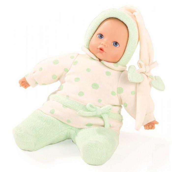 Gotz Кукла Малышка Яблочко 33 смКукла Малышка Яблочко 33 смGotz Кукла Малышка Яблочко 33 см - этот мягкий пупс понравится всем малышам, ведь с ним можно проводить много времени вместе, укладывать спать и брать с собой на прогулку.  Кукла с мягким телом одета в костюмчик для сна. На малыше мягкий флисовый комбинезончик бежево-зеленого цвета с мелким рисунком и забавным чепчиком. Наряд куколки плотно соединен с тельцем, а потому можно не бояться, что малыш нечаянно снимет одежду в процессе игры. Пупс не имеет волос, голова, руки и ноги выполнены из винила. Малыш имеет очаровательные черты лица: маленький рот и носик, широко раскрытые глаза с нарисованными ресницами.  Кукла подходит для малышей с рождения. Полностью безопасна и гипоаллергенна. Голова и глаза неподвижны, глазки нарисованы.  Пупс и одежда выполнены из качественных материалов, которые безопасны для здоровья и игр детей. Куклу можно постирать в режиме деликатной стирки при температуре 30 градусов.<br>