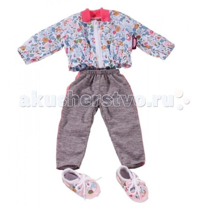 Gotz Набор повседневной одеждыНабор повседневной одеждыGotz Набор повседневной одежды - этот спортивный костюм отлично подойдет для того, чтобы подготовить свою любимую куклу к занятиям спортом или для активной прогулки.  Костюм выглядит очень привлекательно и мило - серые спортивные брюки с розовыми полосками, жакет в цветочек на молнии, розовые кроссовки с текстильными вставками, а также спортивная сумочка. Теперь даже во время занятий спортом Ваша кукла будет выглядеть красиво.  Набор включает: брюки жакет на молнии спортивная сумочка кроссовки Спортивный костюм подходит для кукол Gotz 45-50 см. Одежду можно стирать при 30°C в режиме деликатной или ручной стирки.<br>