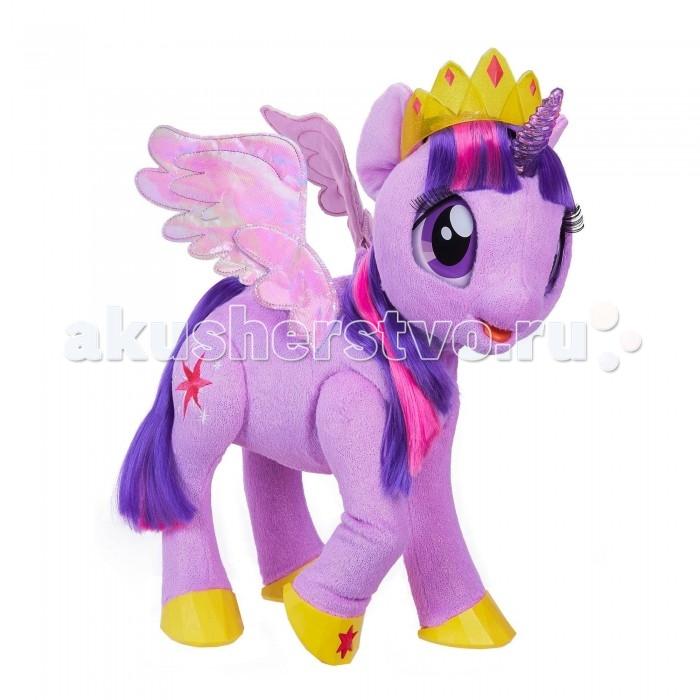 Интерактивная игрушка Май Литл Пони (My Little Pony) Пони Твайлайт СпарклПони Твайлайт СпарклИнтерактивная игрушка Май Литл Пони (My Little Pony) Пони Твайлайт Спаркл приведет в восторг маленькую поклонницу мультсериала. Теперь у девочки появится подружка, с которой не придется скучать.  Особенности: Красивая маленькая лошадка очень умная — она умеет разговаривать, петь песенки и рассказывать сказки Сумеречная Искорка произносит 90 фраз Оживить ее можно несколькими способами — погладить, прикоснуться к рогу или к звездочкам на копытцах. Ребенку понравится новая игрушка, ведь она знает так много интересного Пони оснащена не только звуковыми, но и световыми эффектами — рог и звездочки при касании светятся В набор входит желтая тиара, позволяющая сделать образ Искорки еще прекраснее Реалистичности главной героине анимационного сериала My Little Pony добавляет то, что она умеет двигать крыльями, открывать и закрывать глаза, наклонять голову и шевелить ногами Единорог выполнен из приятного на ощупь материала, крылья у него — блестящие, переливающиеся на свету. Хвост и грива Искорки гладкие и мягкие — их можно расчесывать и заплетать в косы. Интерактивная лошадка-единорог Твайлайт Спаркл — отличный подарок, который не оставит ребенка равнодушным!<br>