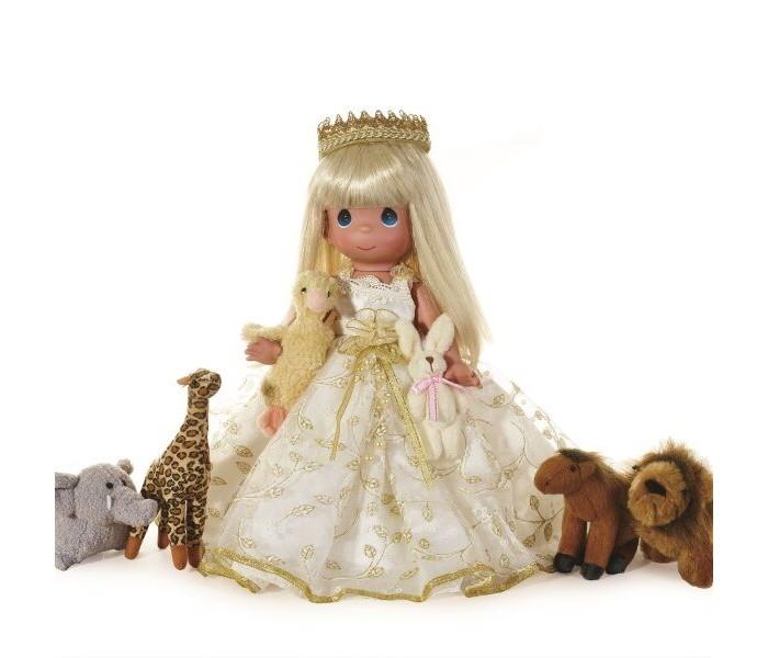 Precious Кукла Маленький ребенок поведет их блондинка 30 смКуклы и одежда для кукол<br>Precious Moments Кукла Маленький ребенок поведет их блондинка 30 см  - это прекрасная маленькая принцесса, которая станет любимой игрушкой вашей малышки.  Изысканная кукла с искренним как у ребенка взглядом. Большие глаза, аккуратные реснички, тонкие брови и еле заметная улыбка завораживают и увлекают в кукольный мир. Одета кукла в красивое платье, а на голове у неё корона. Дополняют образ уточка и зайчик в руках.  Изготовлена целиком из винила и имеет пять базовых точек артикуляции. Волосы у куклы сделаны из качественного синтетического волокна  Коллекция кукол Precious Moments высотой 30 см насчитывает на сегодняшний день более 600 видов. Каждый год в коллекцию добавляются все новые и новые модели. Каждая кукла имеет свой неповторимый образ и характер. Она - хранитель драгоценных моментов – может быть подарком на память о каком-либо событии в жизни.