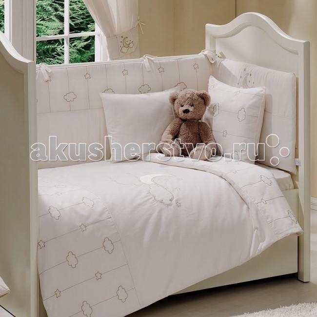 Комплект в кроватку Funnababy Luna Elegant 140х70 (5 предметов)Luna Elegant 140х70 (5 предметов)Комплект для кроватки Funnababy Luna Elegant - высококачественное белье, которое изготавливается из 100% хлопка с наполнителем: силикон.   На мягкой ткани цвета слоновой кости золотистыми нитями вышиты рисунки полумесяца, облаков и звёздочек, завершает внешний облик тематический орнамент. Коллекция Funnababy Luna Elegant словно воплощает в себе романтику и умиротворённость ночного неба, а тёплые тона добавят ощущение комфорта.   В комплекте:  Пододеяльник - 100х130 см.  Одеяло - 100х130 см.  Бампер из 4 частей на 140х70 см.  Простынка на резинке 140х70 см.  Наволочка - 40х60 см.   Особенности:   комплект постельного белья в детскую кроватку из натурального хлопка  постельное белье подойдёт для детской кроватки размером 140х70 см  в дизайне используется авторская вышивка и декоративное шитьё  спокойные и приятные цвета ткани с забавными рисунками не будут раздражать и утомлять глазки вашего ребёнка  нежные и мягкие материалы не будут раздражать нежную кожу ребёнка и не доставят ему неудобства  постельный комплект изготовлен из натуральных и гипоаллергенных тканей, которые создают комфортные условия для спокойного сна Вашего ребёнка  для наполнения защитного бампера, одеяла и подушки используется только экологически чистый наполнитель  данный комплект имеет 4-х сторонний защитный бампер, который защищает Вашего малыша по всему периметру кроватки  простынь с резинкой, которая помогает надежно закрепить ее на матрасе  белье легко стирается в режиме деликатной стирки при температуре 30&#186;С  комплект постельного белья сертифицирован и абсолютно безопасен для новорождённого малыша<br>