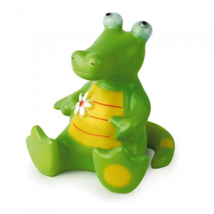 Egmont Ночник Крокодил 24 смНочник Крокодил 24 смEgmont Ночник Крокодил 24 см отлично подойдет для детских комнат, в которых боятся засыпать маленькие дети. Ночник зеленого цвета при включении распространяет мягкий, успокаивающий и расслабляющий свет, благодаря которому малышу легче уснуть.   Ночник работает от сети, благодаря чему его можно поставить в вертикальном положении на любую полку, тумбочку или столик. Использованные материалы позволят детям и родителям пользоваться приспособлением в течение долгого времени.<br>