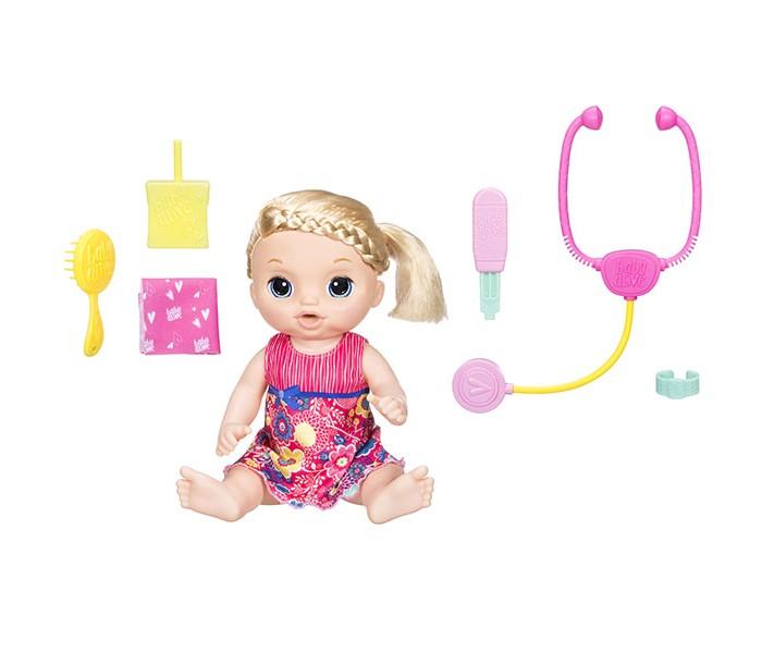 Baby Alive Hasbro Малышка у врачаHasbro Малышка у врачаBaby Alive Hasbro Малышка у врача   Куколки Baby Alive от компании Hasbro порадуют любую девочку. Они очень симпатичные, качественные, оснащены множеством функций, и в комплекте с каждой вы найдете дополнительные аксессуары для более увлекательной игры.  Малышка ведет себя и выглядит максимально реалистично. У нее большие голубые глазки и мягкие светлые волосы, которые можно расчесывать. На ней надето очаровательное красное платьице с цветочным принтом. Оно легко снимается, а это значит, что малышку можно переодевать.  На спинке у нее расположен переключатель. Установите его в соответствующее положение в зависимости от пола владельца. Если владелец куколки девочка, малышка будет обращаться к ней «Мамочка». Если мальчик, то «Папочка». Затем нажмите на животик, чтобы начать игру.  С игрушечным термометром и стетоскопом можно играть в лечение куклы. А еще она умеет пить и плакать, как настоящая малышка. Просто напоите ее дистиллированной водой, предварительно наполнив бутылочку. Когда куколка будет плакать, у нее даже изменится выражение лица на грустное!  Девочке понравится играть в дочки-матери с такой замечательной куколкой и заботиться о ней.  Особенность набора: у куклы подвижные конечности умеет пить умеет плакать меняет выражение лица произносит 38 фраз на русском издает 8 реалистичных звуков с игрушечным термометром и стетоскопом можно играть в лечение куклы съёмное платье высота куклы 36.5 см.  Состав набора: кукла упаковка сока стетоскоп расчёска повязка платок термометр  Внимание: для работы игрушки требуются 3 батарейка типа АА. В комплект входят демонстрационные батарейки, перед игрой их рекомендуется заменить на новые.<br>
