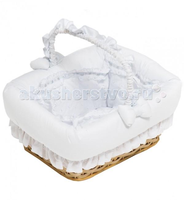 Italbaby Плетеная корзина PrincipiniПлетеная корзина PrincipiniКорзина Principini от компании Italbaby выполнена из экологически чистых материалов, отделана нежной хлопковой тканью и украшена пышными бантами.   Стильная, функциональная и удобная - она идеально подойдет к интерьеру детской комнаты.   Размер: 35 х 44 х 34 см<br>