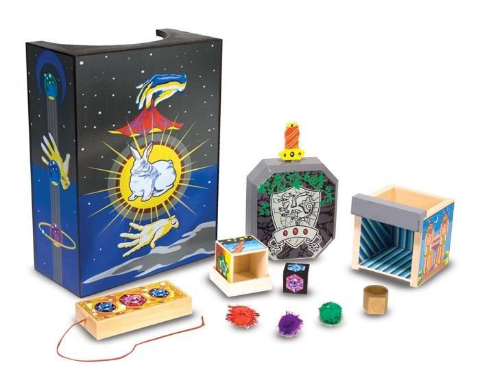 Деревянная игрушка Melissa &amp; Doug Классические игрушки набор Магия 2014Классические игрушки набор Магия 2014Деревянная игрушка Melissa & Doug Классические игрушки набор Магия 2014 - включает в себя четыре простых в освоении трюка для начинающих.  Молодые маги будут улучшать их уверенность в себе и мелкую моторику, как они поражают семью и друзей с захватывающими трюками и иллюзии!   В наборе 4 профессиональных фокуса для новичков-волшебников: Меч в камне, Меняющая цвет полоска, Волшебная шкатулка с драгоценностями, Иллюзионная камера.<br>