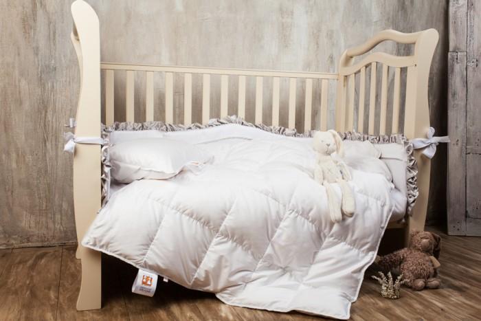 Одеяло German Grass с подушкой Baby Snow Grassс подушкой Baby Snow GrassGerman Grass Комплект в кроватку Baby Snow Grass состоит из низкой детской подушки и одеяла. Возраст с рождения. Гусиный белый пух, отсортированный вручную, отборное качество, дополнительно обработан для придания еще большей чистоты наполнителя. Сатиновый чехол из волокна Tencel белоснежного цвета служит барьером для проникновения пыли и пылевых клещей внутрь постельных принадлежностей.   Изделия украшены витым белым кантом.  В комплекте:  подушка - 40х60 одеяло — 100х150 Наполнитель: 100% гусиный белый пух<br>